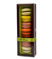 Box with 7 macaroons